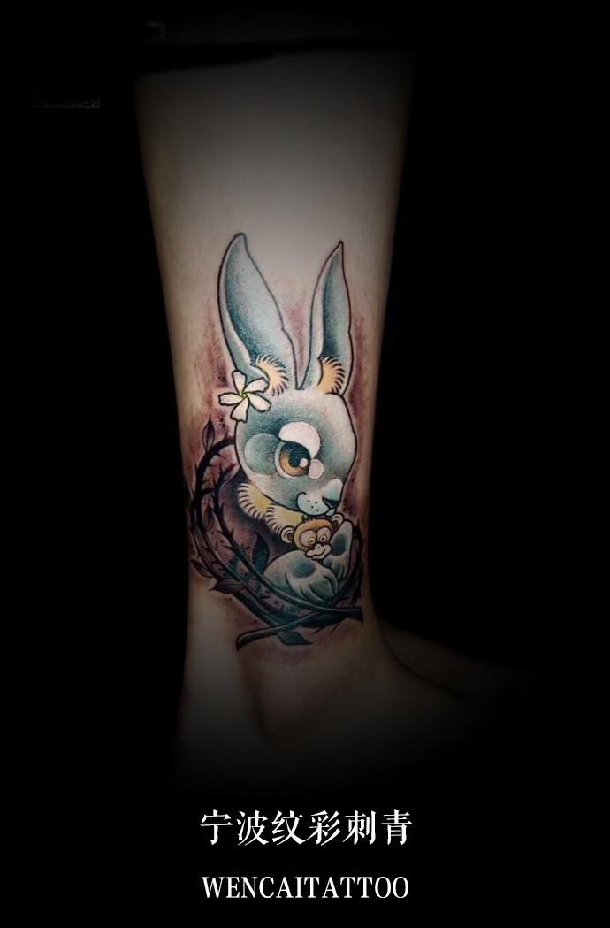 宁波的薄小姐小腿可爱的兔子图案纹身